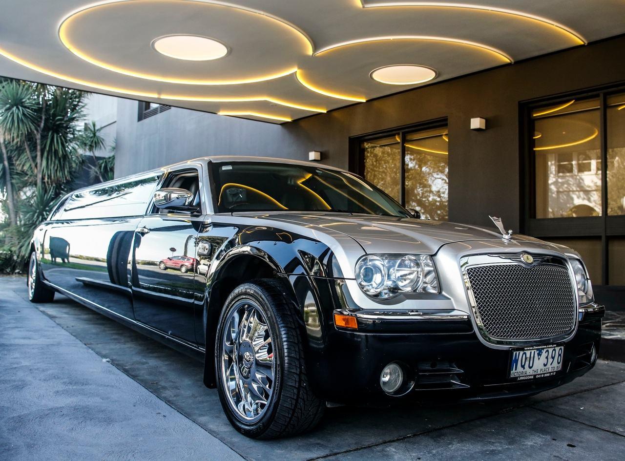Brighton Savoy - Melbourne Wedding Cars Arrival