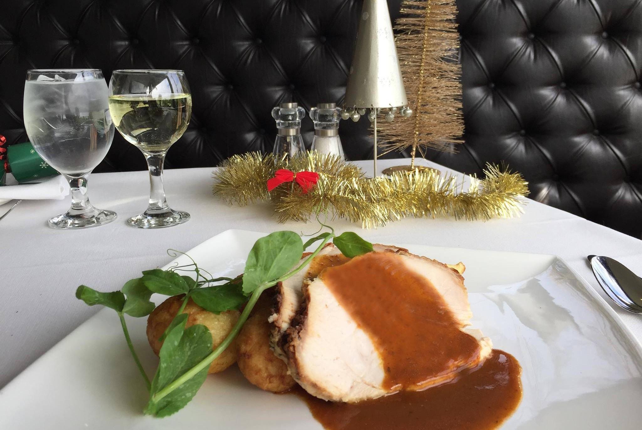 Juicy roast turkey, freshly carved